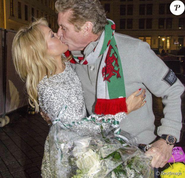 David Hasselhoff et sa compagne Hayley Roberts à la Sylvesterparty pour le réveillon du Nouvel An à la porte de Brandebourg à Berlin. Le 31 décembre 2014