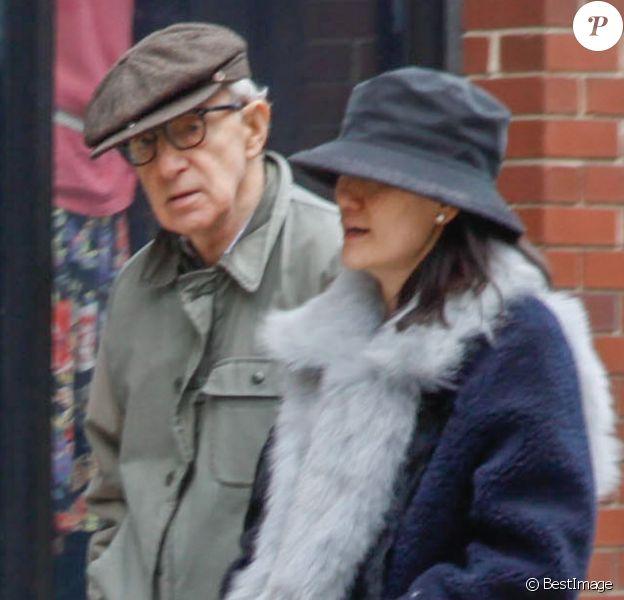 Exclusif - Woody Allen et sa femme Soon Yi sur le tournage de son nouveau film à New York, le 6 avril 2016.