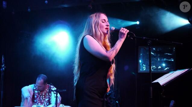 Chloe Mons (veuve d'Alain Bashung) en concert au Zèbre Belleville à Paris. Le 8 novembre 2013.