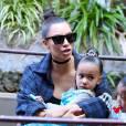 Kim Kardashian et sa fille North West - Kim et Kourtney Kardashian ont emmené leurs enfants à Disneyland à Anaheim le 19 mai 2016.