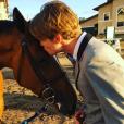 Kaley Cuoco a publié une photo d'elle et son nouveau chéri, le cavalier Karl Cook, sur sa page Instagram au mois de mai 2016