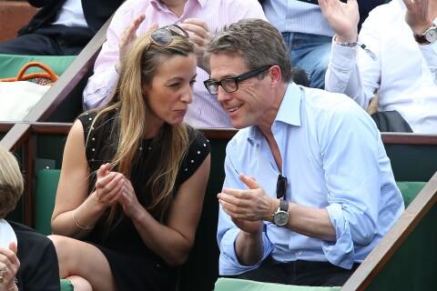 Hugh Grant amoureux face à Cristina Cordula et les people à Roland-Garros