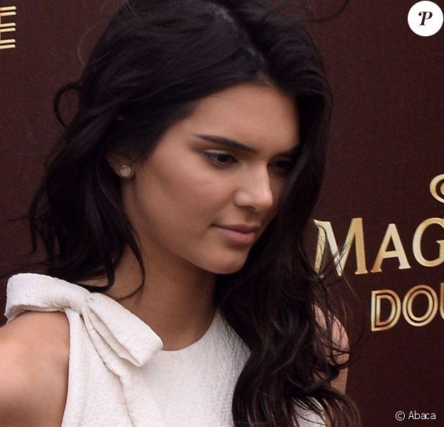 Kendall Jenner sur la Plage Magnum, à Cannes, le 12 mai 2016.