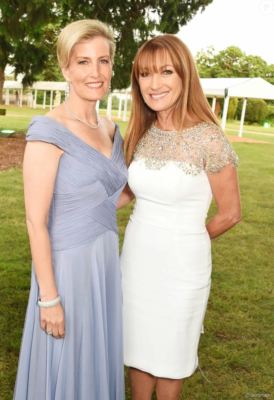 Графиня Софи Уэссексская и Джейн Сеймур на гала-вечере в честь 60-летия герцога Эдинбургского на церемонии вручения премии герцога Эдинбургского в Сток-парке 9 июня 2016 года.