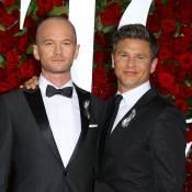 Tony Awards : Neil Patrick Harris, crâne rasé et avec son amoureux face au drame