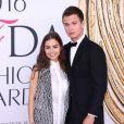 Violetta Komyshan et son compagnon Ansel Elgort lors des CFDA Fashion Awards 2016 à New York, le 6 juin 2016.