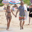 Wyatt Russell (fils de Goldie Hawn) et sa compagne Meredith Hagner profitent d'un après-midi ensoleillé sur la plage de Maui. Hawaï, le 16 juin 2016.