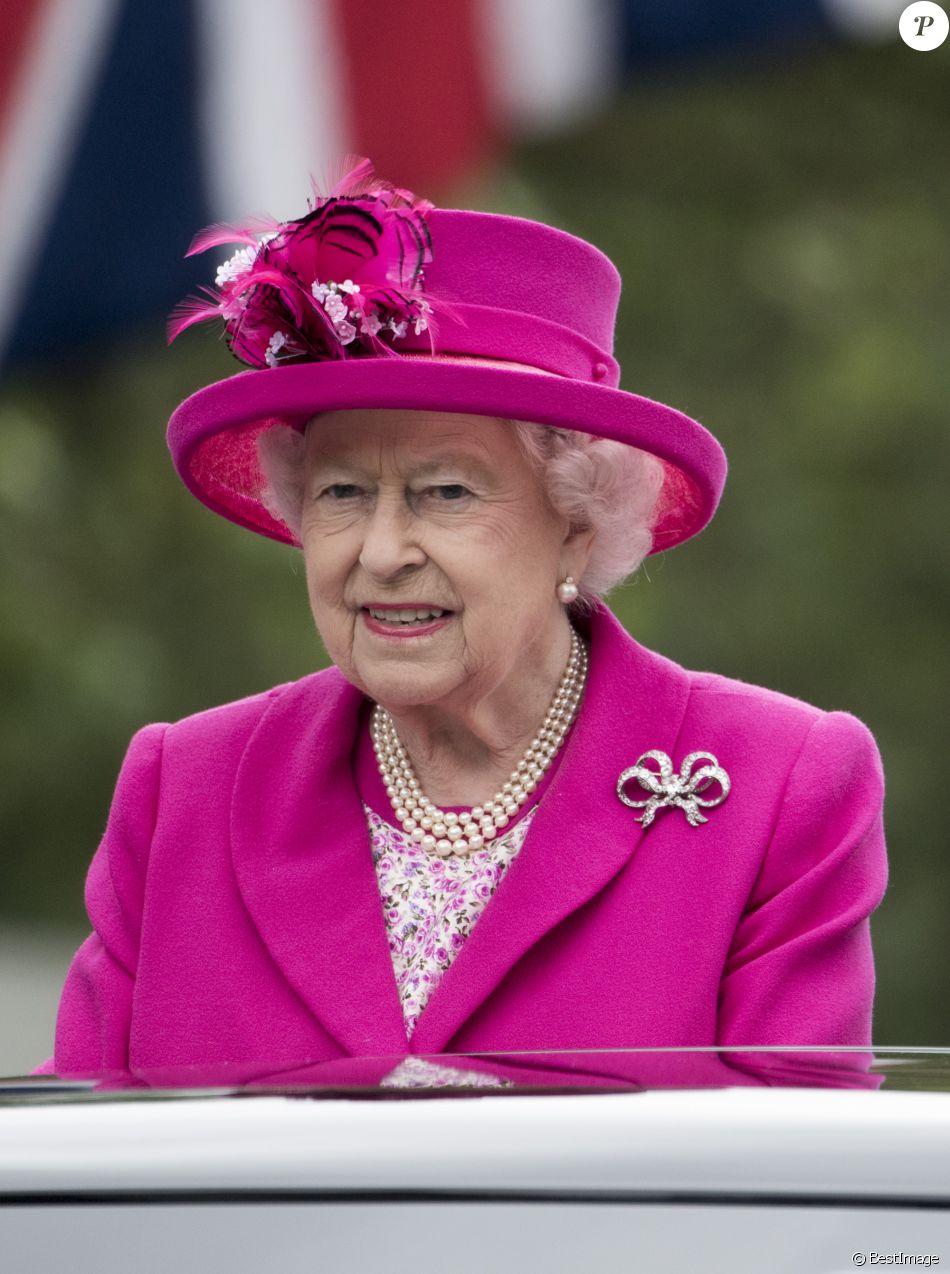 Souvent La reine Elisabeth II d'Angleterre - La famille royale d  SZ52