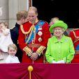 """Kate Middleton, duchesse de Cambridge, la princesse Charlotte, le prince George, le prince William, la reine Elisabeth II d'Angleterre, le prince Philip, duc d'Edimbourg - La famille royale d'Angleterre au balcon du palais de Buckingham lors de la parade """"Trooping The Colour"""" à l'occasion du 90ème anniversaire de la reine. Le 11 juin 2016"""