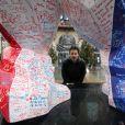 Exclusif - Richard Orlinski - En créant un Kong revisité en Bleu Blanc Rouge pour Risposte.paris destiné à être vendu aux enchères au profit du fond d'aides aux familles des victimes, l'artiste contemporain Richard Orlinski se mobilise après les attentats survenus le 13 novembre à Paris. L'oeuvre parcourera tout Paris afin que chacun puisse laisser un mot. Le 11 janvier 2016, la statue était placé sur le parvis de la mairie du XIème à Paris. © Marc Ausset Lacroix / Bestimage  Exclusive - For Germany Call For Price - No Web No Blog For Switzerland and Belgium - The sculpture, a Kong in Bleu Blanc Rouge of French artist Richard Orlinski dedicated for the victims of Paris terror attacks. Here in front of the City Hall of the XIst district in Paris on january 11, 2016. This sculpture will be auctioned to benefit victims.11/01/2016 - Pars