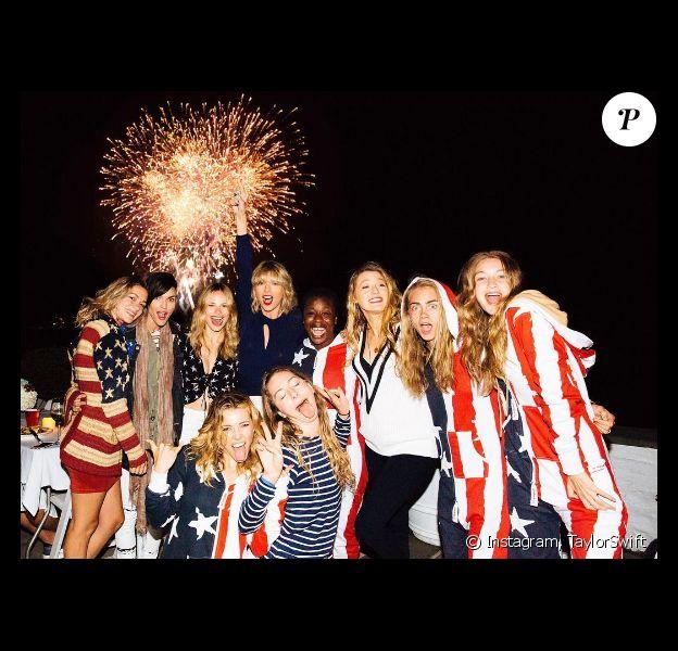 Taylor Swift et ses nombreuses copines parmi lesquelles Ruby Rose, Blake Lively ou encore Cara Delevingne et Uzo Aduba célèbrent la fête de l'indépendance américaine, le 4 juillet 2016