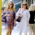 """Nicky Hilton, très enceinte, fait du shopping avec sa mère Kathy Hilton à """"Ralph Lauren Baby"""" sur Madison Avenue à New York, le 6 juillet 2016"""