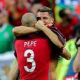 Cristiano Ronaldo et Pepe célèbrent la victoire lors du match de la finale de l'Euro 2016 Portugal-France au Stade de France à Saint-Denis, France, le 10 juillet 2016. © Cyril Moreau/Bestimage