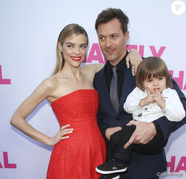 "Jaime King, enceinte, son mari Kyle Newman et leur fils James à la soirée ""The Arclight Cinemas"" à Hollywood, le 27 mai 2015"