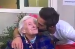Kendji Girac rencontre sa fan centenaire :