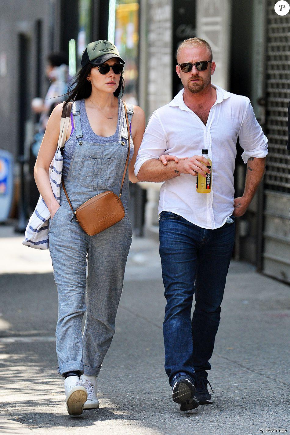 Exclusif - Laura Prepon se promène avec Ben Foster dans le quartier de Soho à New York le 16 juillet 2016.