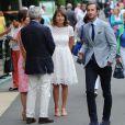 Pippa Middleton avec ses parents Michael et Carole et, au premier plan, son compagnon James Matthews à Wimbledon le 6 juillet 2016
