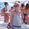 Le footballeur Mario Gomez en vacances avec Carina à Formentera le 22 juin 2015.