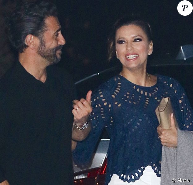 Eva Longoria et son mari José Baston dînent en famille au restaurant Nobu de Los Angeles, le 22 juillet 2016