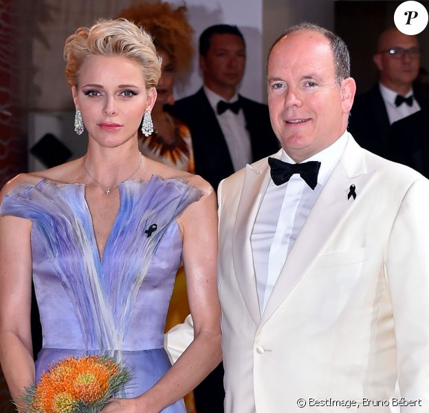Le prince Albert II de Monaco et sa femme la princesse Charlène de Monaco - 68ème gala de la Croix-Rouge monégasque dans la salle des Etoiles du Sporting Monte-Carlo à Monaco, le 23 juillet 2016. © Bruno Bebert/Bestimage