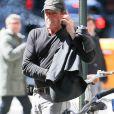 Exclusif - Michael Lohan (le père de Lindsay Lohan) fume une cigarette dans les rues de New York, le 13 avril 2016