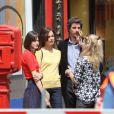 """Stacy Martin, Bérénice Bejo, Micha Lescot - Tournage du film de Michel Hazanavicius """"Le Redoutable"""" à Paris le 27 juillet 2016."""