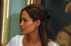 PHOTOS + VIDEO : Angelina Jolie se rappelle sa mère décédée et... fond en larmes devant les journalistes ! (réactualisée)