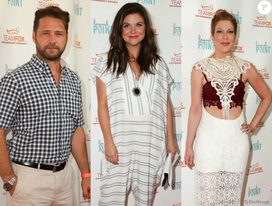 "Jason Priestley, Tiffani Thiessen et Tori Spelling se retrouvent lors de la soirée ""Raising The Bar To End Parkinson's"" au Laurel Point à Studio City, le 27 juillet 2016."