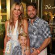 """Jason Priestley, sa femme Naomi Lowde-Priestley et leur fils Dashiell Priestley lors de la soirée """"Raising The Bar To End Parkinson's"""" au Laurel Point à Studio City, le 27 juillet 2016."""
