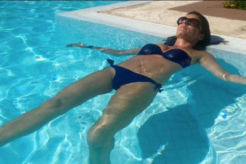 Faustine Bollaert divine en bikini : La maman d'Abbie et Peter est une bombe !
