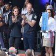 Le prince William, duc de Cambridge, et Kate Middleton, duchesse de Cambridge, lors de la manche de l'America's Cup World Series à Portsmouth le 24 juillet 2016.