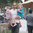 Will Kopelman, l'ex mari de Drew Barrymore, est allé déjeuner avec ses enfants Olive et Frankie à West Hollywood, le 28 juin 2016