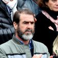 Eric Cantona dans les tribunes des internationaux de France de Roland Garros à Paris le 3 juin 2016. © Dominique Jacovides / Bestimage  Former soccer player Eric Cantona and his brothers attend French open of Roland Garros in Paris, France on june 3, 2016.03/06/2016 - Paris