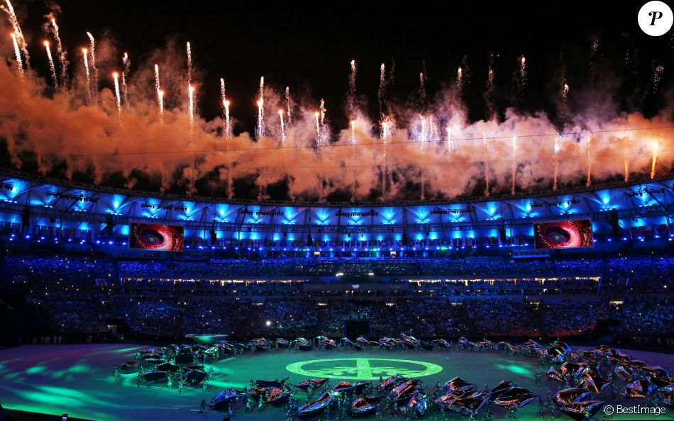 Cérémonie d'ouverture des Jeux Olympiques (JO) de Rio 2016 à Rio de Janeiro, Brésil le 5 aout 2016.   Fireworks go off over the Maracana Stadium during the opening ceremony of the Rio 2016 Summer Olympic Games.05/08/2016 - Rio de Janeiro