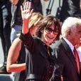 Jean-Paul Belmondo arrive au bras de Sophie Marceau sur le tapis rouge du 73e Festival du Film de Venise, la Mostra, pour recevoir le Lion d'Or pour l'ensemble de sa carrière. Le 8 septembre 2016