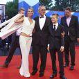 Andrei Konchalovsky, Yuliya Vysotskaya, Peter Konchalovsky lors de la cérémonie de clôture et de palmarès de la 73e Mostra de Venise le 10 septembre 2016.