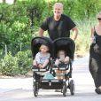 Kelsey Grammer se promène avec sa femme Kayte Walsh et leurs enfants Faith et Kelsey à Miami le 14 Avril 2016