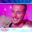 """Julien souriant dans le SAS - """"Secret Story 10"""" sur NT1. """"Hebdo"""" du 15 septembre 2016."""