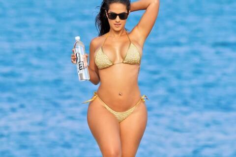 Kristen Live : Canon à la plage, jamais sans sa bouteille d'eau !