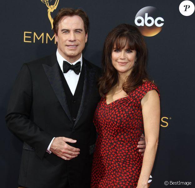 John Travolta et sa femme Kelly Preston- 68ème cérémonie des Emmy Awards au Microsoft Theater à Los Angeles, le 18 septembre 2016.