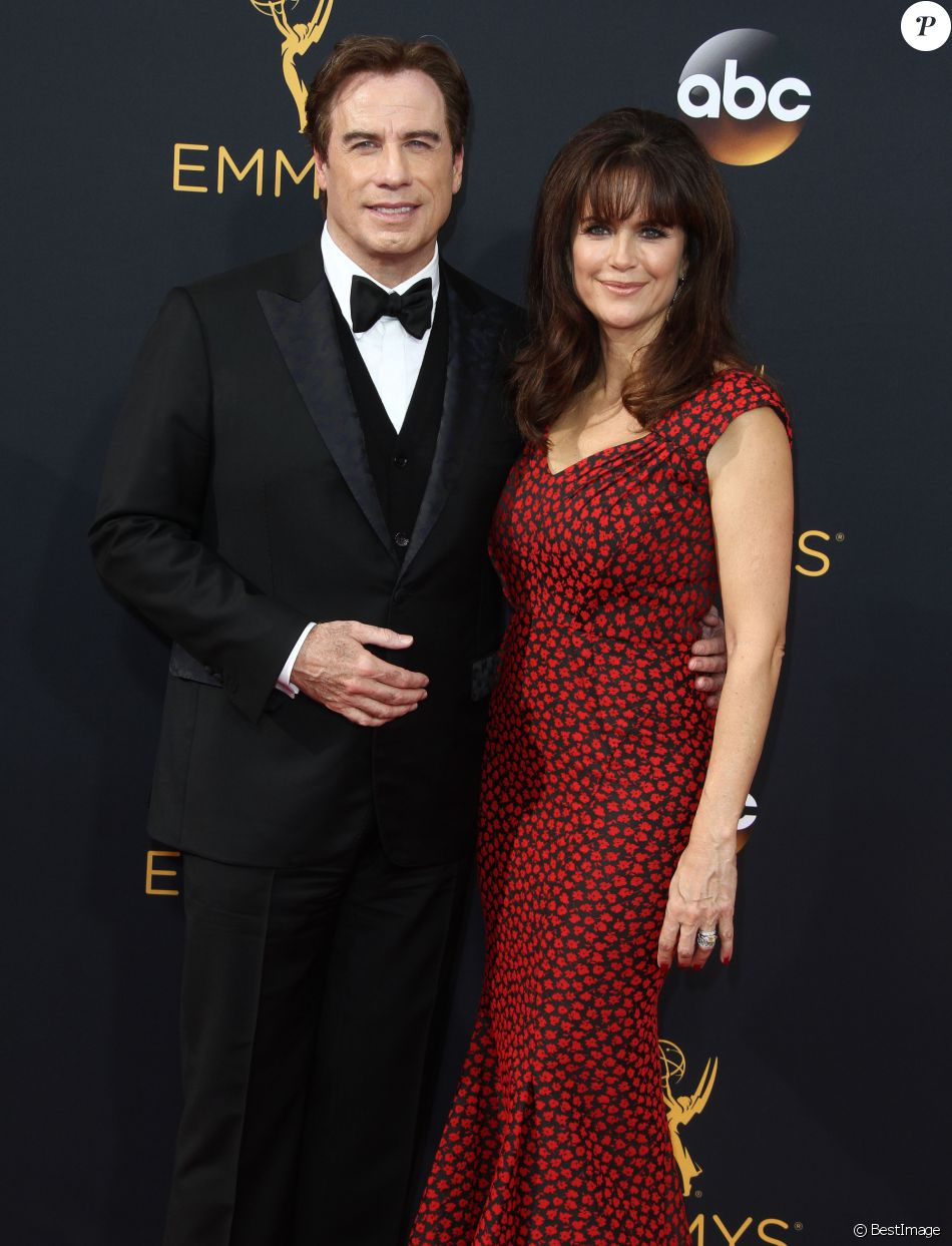 John Travolta et sa femme Kelly Preston - 68ème cérémonie des Emmy Awards au Microsoft Theater à Los Angeles, le 18 septembre 2016.