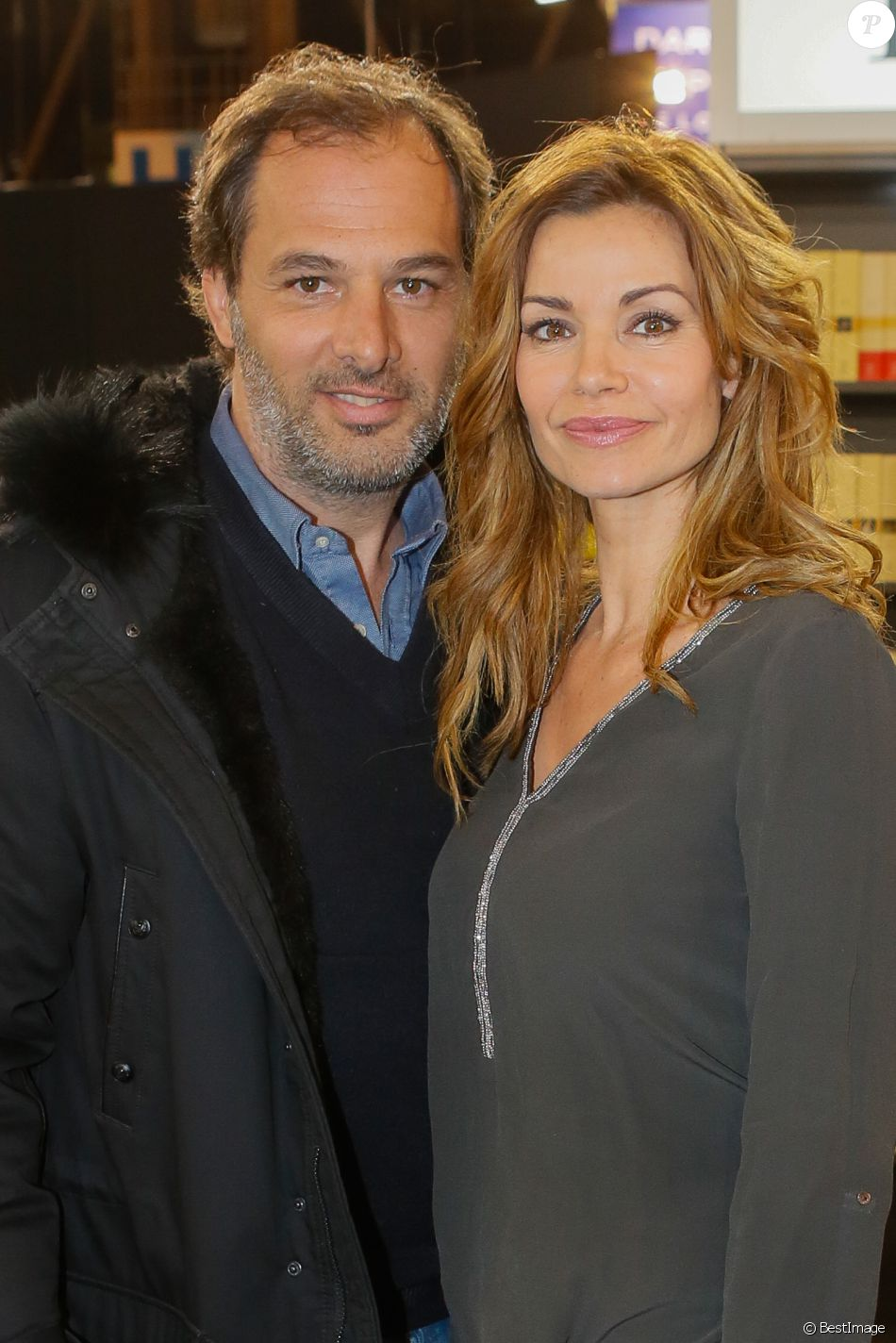 Ingrid chauvin et son mari thierry peythieu au salon du for Salon du livre porte de versailles 2015