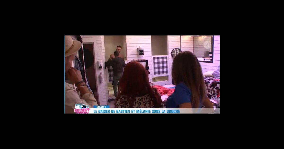 bastien nu sous la douche les candidats rappliquent dans secret story 10 mercredi 21. Black Bedroom Furniture Sets. Home Design Ideas