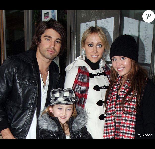 Miley, sa mère, sa soeur et son boyfriend