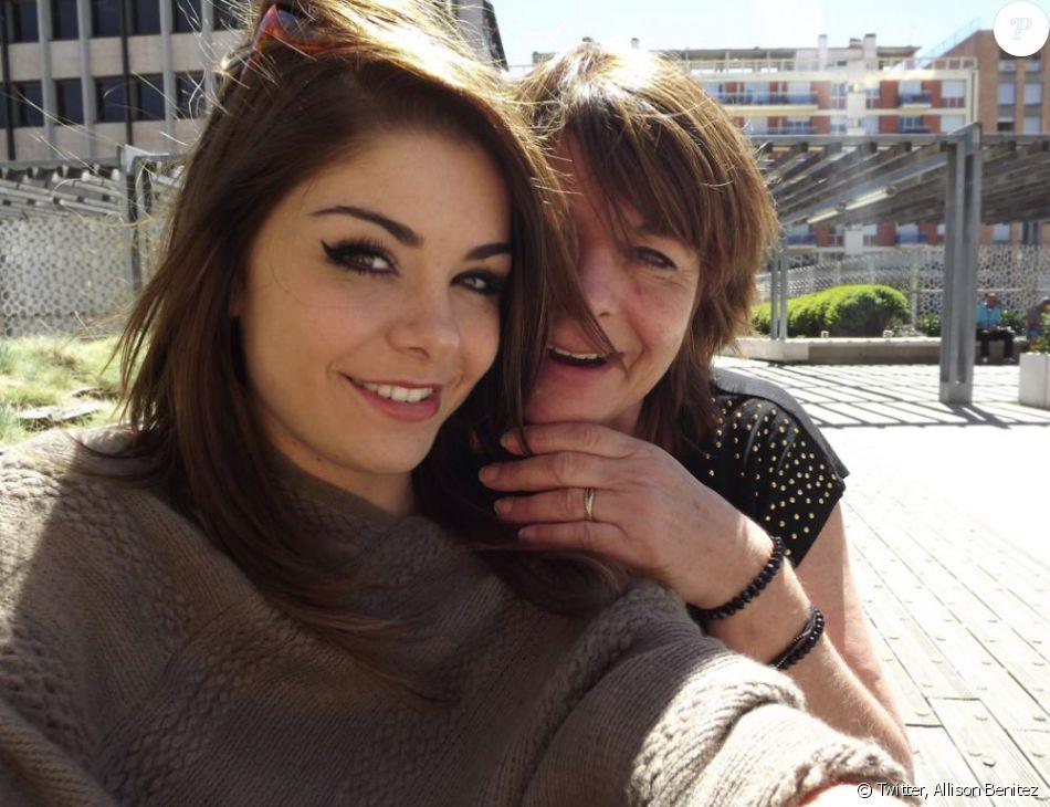 Allison Benitez et sa mère, Marie-Josée, sur une photo postée sur son compte Twitter.