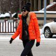 Exclusif - Elle Macpherson se rend dans un magasin de location de skis avec son mari Jeffrey Soffer à Aspen dans le colorado aux Etats-Unis le 21 décembre 2015