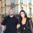 Un homme, Vitalii Sediuk, essaie d'embrasser les fesses de Kim Kardashian devant le restaurant l'Avenue à Paris le 28 septembre 2016. Avant d'atteindre son but, il est mis à terre et maîtrisé par le service d'ordre. © Cyril Moreau / Bestimage