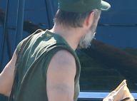 Colin Farrell dit au revoir à son grand tatouage et laisse pousser sa barbe