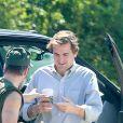 """Colin Farrell efface progressivement sur son bras droit un tatouage tribal. L'acteur est actuellement sur le tournage de """"Killing of a sacred Deer"""" le 1er septembre 2016 à Cincinnati."""