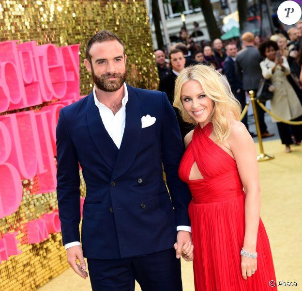 Kylie Minogue et Joshua Sasse à Londres, le 29 juin 2016.
